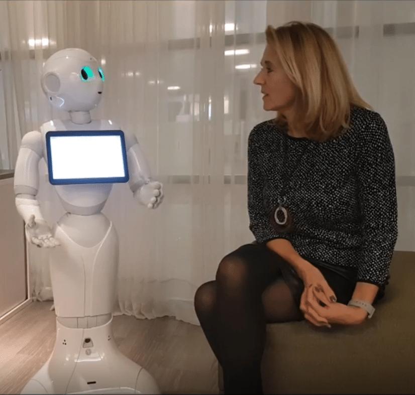Dagvoorzitter met kennis van robots en nieuwe technologie